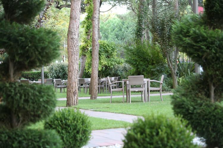 2hotel-embassy-boston-milano-marittima-giardino1 (1)